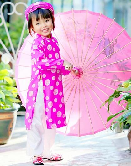 ao-dai-truyen-thong-cho-be-gai-hong-xu